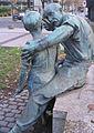 Moltke-Denkmal Düsseldorf, Schmied mit Knabe, 2011 (5).jpg