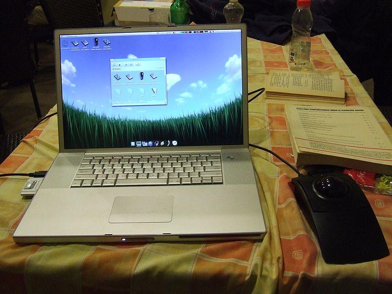 File:MorphOS, Apple PowerBook G4.jpg