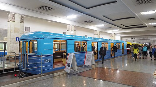 Moscow metro E 3605 museum car panoramic back.jpg