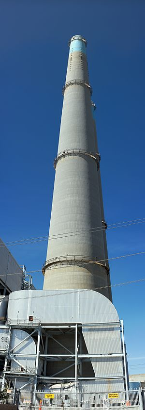 Moss Landing Power Plant - Image: Moss Landing Powerplant stack