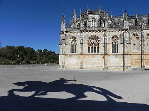 Mosteiro da Batalha with shadow of equestrian statue.jpg