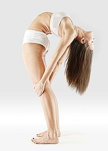 220px Mr yoga standing cobra 2 yoga asanas Liste des exercices et position à pratiquer