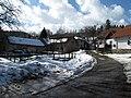 Náves s rybníkem v Kostelních Střimelicích.JPG