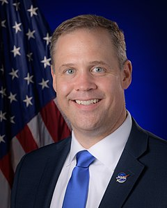NASA Administrator Jim Bridenstine Official Portrait (NHQ201907240001).jpg