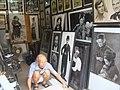 Nghệ nhân trong nhà vẽ truyền thần, số 47 Hàng Ngang, Hà Nội.jpg