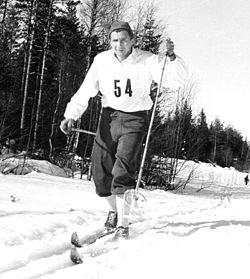 """""""Mora-Nisse"""" på vej mod sejr i Vasaløbet 1950."""