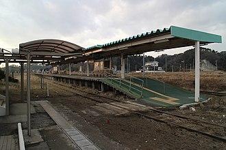 Nobiru Station - Image: Nobiru Station Platform Ruins 20160104