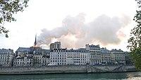 Notre-Dame de Paris, Incendie 15 avril 2019 19h04.07.jpg