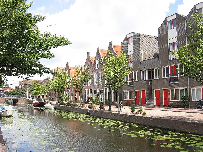 1240px-Oranjegracht_Leiden.jpg