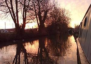 English: Oxford Canal at dawn Agenda 21 Moorings