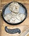 Pabellón San-Martín medallón 06 Alonso de Guzmán.JPG