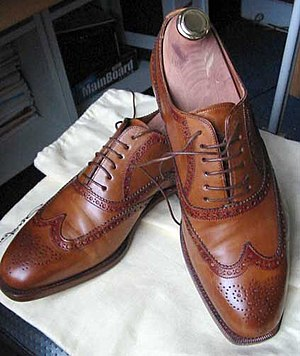 British country clothing - Image: Pair of full brogue shoes by Santoni