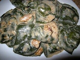 Ravioli liguri (detti anche pansotti o pansoti) in salsa di noci