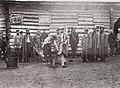 Pavlovskij, I.I. - Im Duiskaja Gefängnis werden die Gefangenen vor der Arbeit angekettet. Sachalin (Zeno Fotografie).jpg