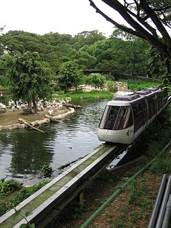 Pelican Cove, Jurong Bird Park, Oct 05.JPG