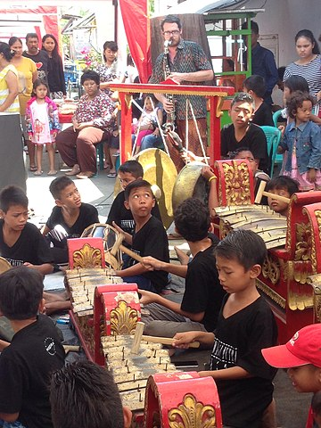 Gamelan! (Photo by Bachtiar Djanan; used under the Creative Commons Attribution-Share Alike 4.0 International license.)