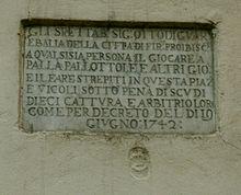 Una delle lapidi col divieto del gioco (1742: piazza del Giglio)