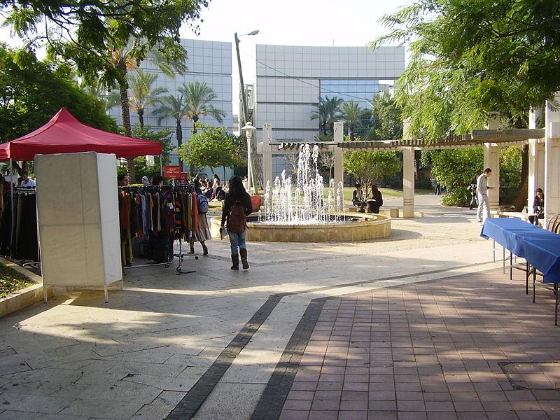 בזאר בגדים באוניברסיטת בר אילן