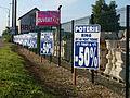 Pont-sur-Yonne-FR-89-dépot de décorations de jardin-01.jpg
