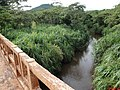 Ponte do Ribeirão do Agudo na SP-351 Km-99 - Rod. Altino Arantes, vendo ao fundo o Morro Agudo - panoramio.jpg