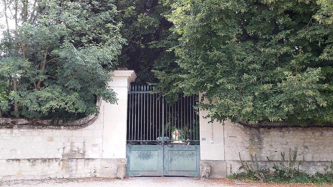 Portail du château de Détilly à Beaumont-en-Véron (Indre-et-Loire)