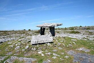 Poulnabrone dolmen - Image: Poulnabrone portal tomb 1