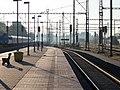 Praha-Běchovice, nádraží, nástupiště.jpg