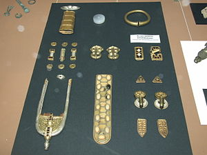 Blučina burial - Artefacts from the  burial (National Museum in Prague)