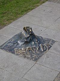 Monument na Promenadzie Gwiazd w Międzyzdrojach poświęcony Andrzejowi Wajdzie