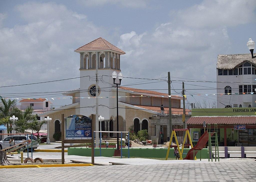 Puerto-Morelos-plaza.jpg