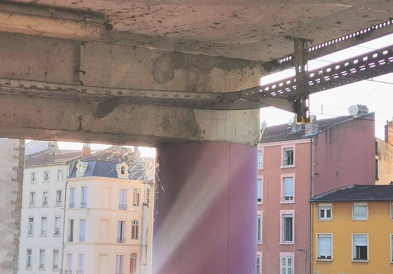File:Quai Anatole France (Vienne) + parking.jpg