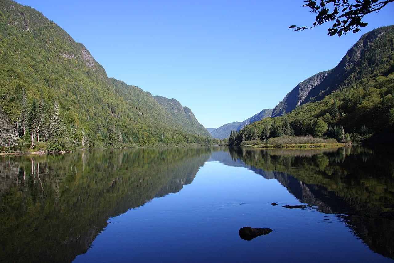 La rivière Jacques-Cartier dans le parc national de la Jacques-Cartier, au Québec.  (définition réelle 3888×2592)