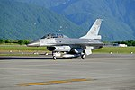 ROCAF F-16B 6818 Taxiing at Hualien Air Force Base 20170923a.jpg