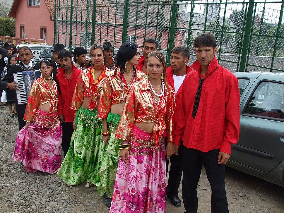 RO CJ Mociu Roma dancers