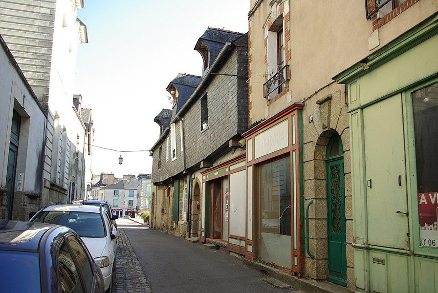 Maisons, rue du Port à Redon côté pont.