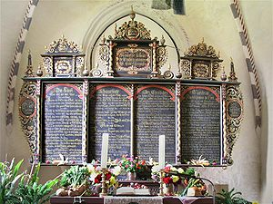 Simultaneum - Following the compromise between the Reformed Aniconism and Lutheran Adiaphora in Ringstedt's Reformed-Lutheran simultaneum of St. Fabian there is a Lutheran altar, but it shows no crucifix, but only candles.