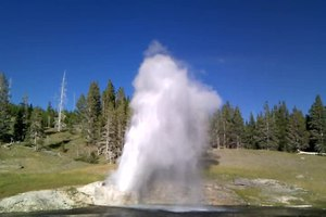 File:Riverside geyser yellowstone np 20100825 180055.ogv