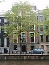 foto van Dubbel huis met gevel onder rechte lijst met attiek