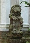 foto van De Tempel: twee schilddragende leeuwtjes