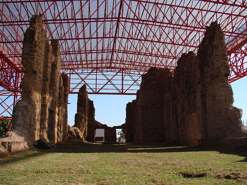 Ficheiro:Ruinas da igreja matriz de Vila Bela 2.jpg