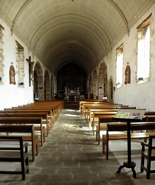 Église Saint-Pierre de Saint-Pierre-des-Landes (53). Intérieur.