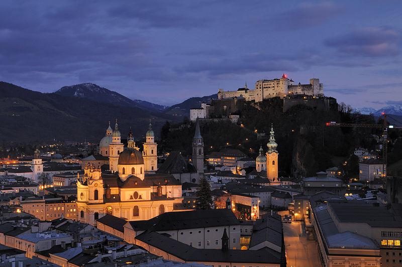 File:Salzburg - Panorama (nachts)2.jpg