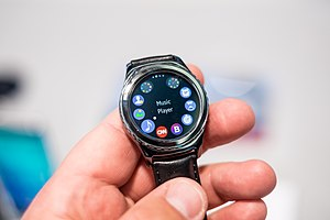 Samsung Gear S2 - Image: Samsung Gear S2 Classic in IFA 2015 (2)