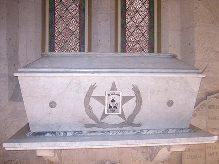 A crypt in the San Fernando Cathedral purports to hold the ashes of the Alamo occupiers. Historians believe it is more likely that the ashes were buried near the Alamo. San Antonio 067.JPG
