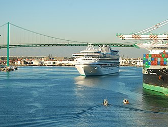 Sapphire Princess - Sapphire Princess leaving the port of Los Angeles.