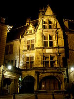 Sarlat-medieval-city-by-night-13.jpg