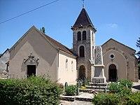 Savigny-sur-Grosne (Saône-et-Loire, Fr) église et monument aux morts.JPG
