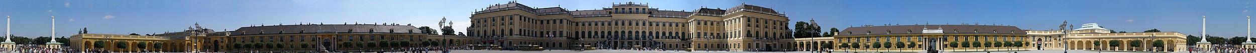 https://upload.wikimedia.org/wikipedia/commons/thumb/6/68/Schoenbrunn_Innenhof_panorama.jpg/2500px-Schoenbrunn_Innenhof_panorama.jpg