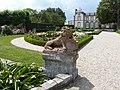 Sculpture du jardin à la française (Château de Montmarin).jpg