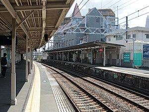 Senriyama Station - The station platforms in August 2016